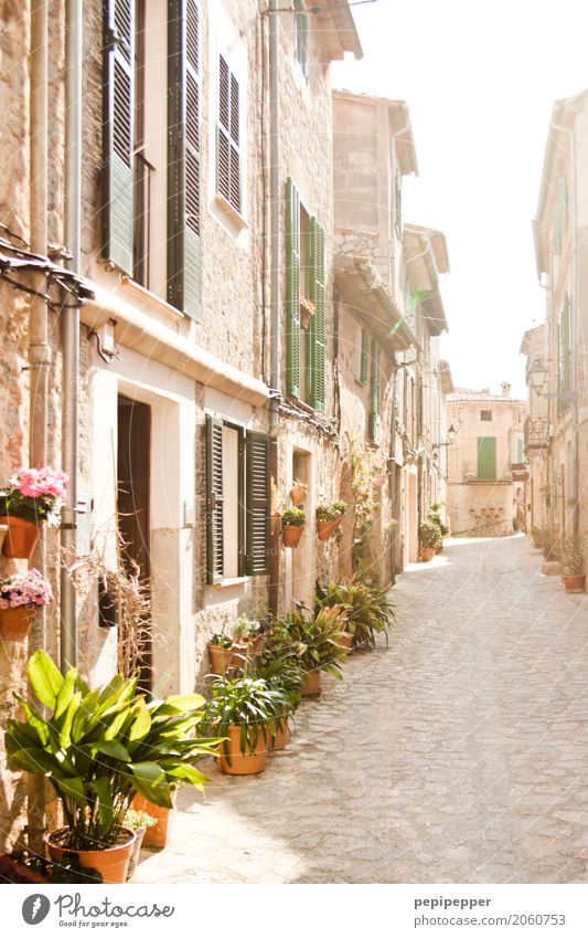Mallorca Vacation & Travel Tourism Trip Summer vacation Living or residing House (Residential Structure) Village Old town Building Wall (barrier)