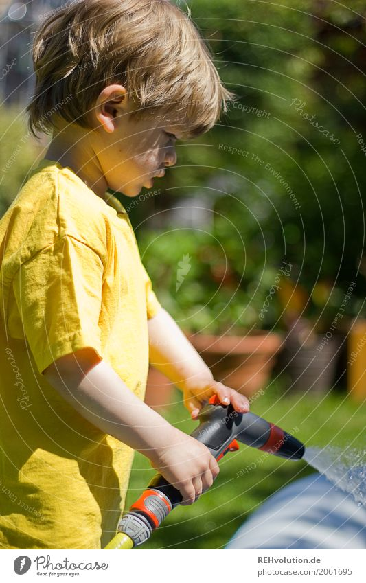 summer2017 Lifestyle Joy Happy Leisure and hobbies Garden Human being Masculine Child Boy (child) Infancy 3 - 8 years Environment Nature Meadow T-shirt Water