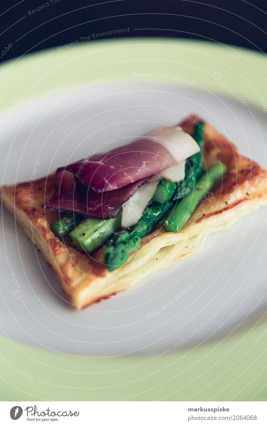 Puff pastry pockets with green asparagus and smoked chicken Food Meat Herbs and spices Asparagus Asparagus season Asparagus spears Flaky pastry Smoked Ham