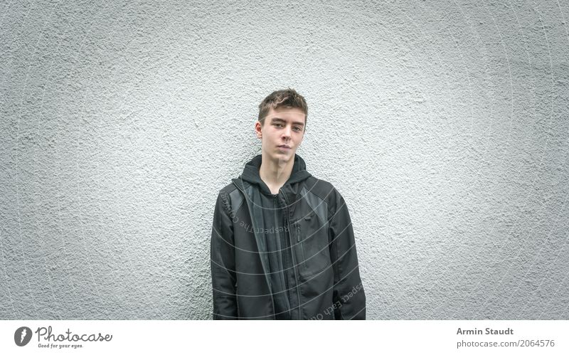 Recently in front of the wall Lifestyle Style Well-being Human being Masculine Young man Youth (Young adults) 1 13 - 18 years Wall (barrier) Wall (building)