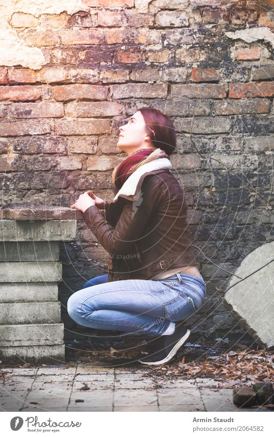 Praying or sunbathing? Lifestyle Style Well-being Senses Calm Meditation Human being Feminine Young woman Youth (Young adults) 1 13 - 18 years Wall (barrier)