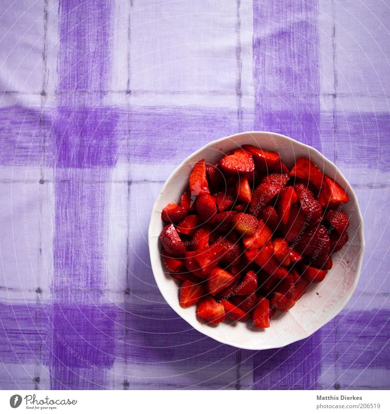 Red Line Healthy Glittering Table Fresh Sweet Delicious Bowl Organic produce Strawberry Full Juicy Fruity Vitamin-rich