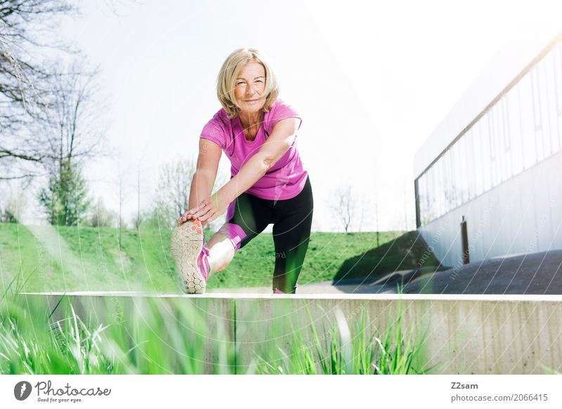 Woman Town Beautiful Relaxation Adults Lifestyle Senior citizen Healthy Sports Health care Pink Leisure and hobbies Blonde Power 60 years and older Smiling