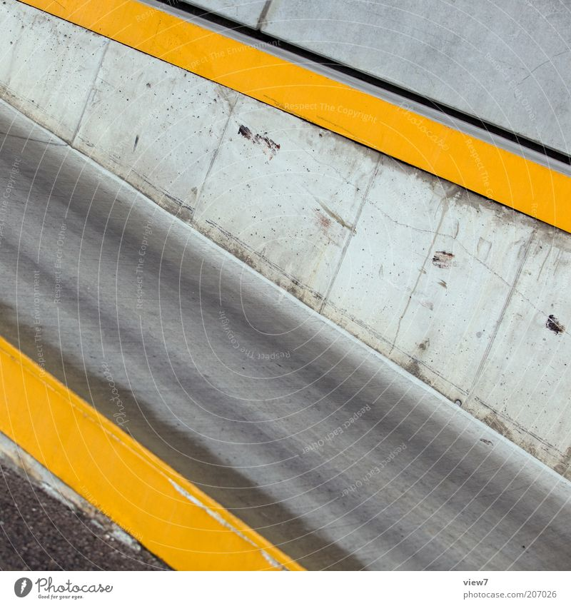 Yellow Street Wall (building) Gray Stone Wall (barrier) Line Signs and labeling Concrete Perspective Arrangement Esthetic Authentic Simple Thin Pure