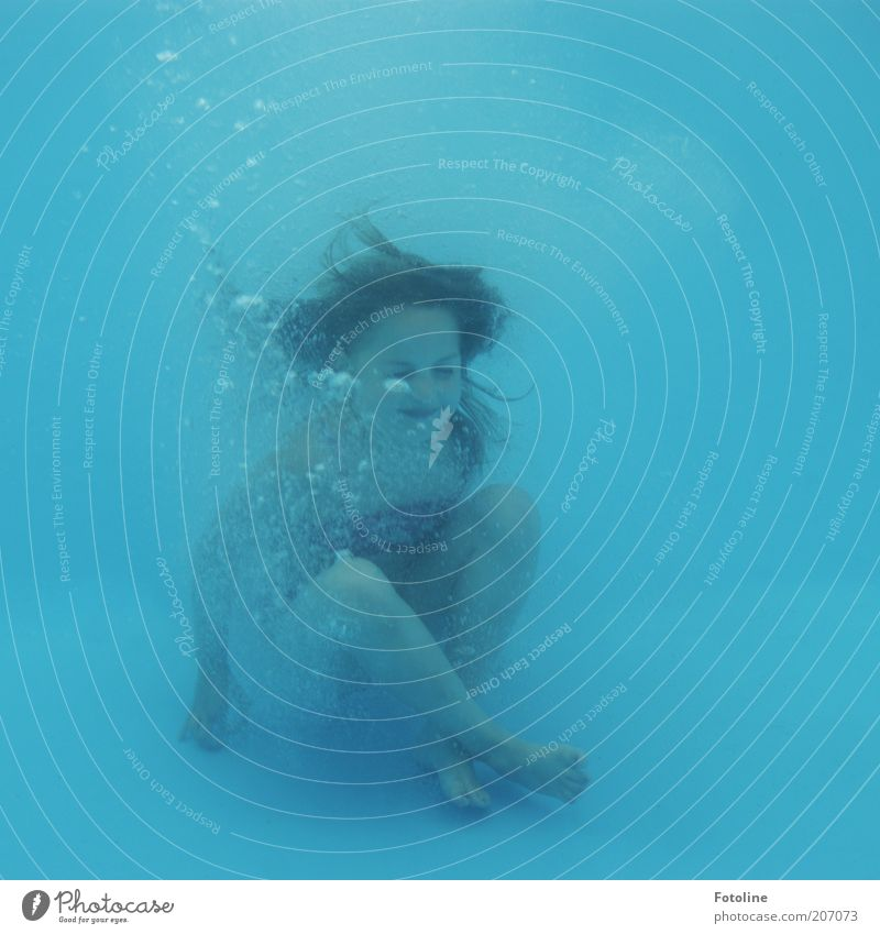 Human being Child Blue Girl Joy Cold Head Hair and hairstyles Infancy Leisure and hobbies Sit Swimming & Bathing Skin Wet Dive Underwater photo