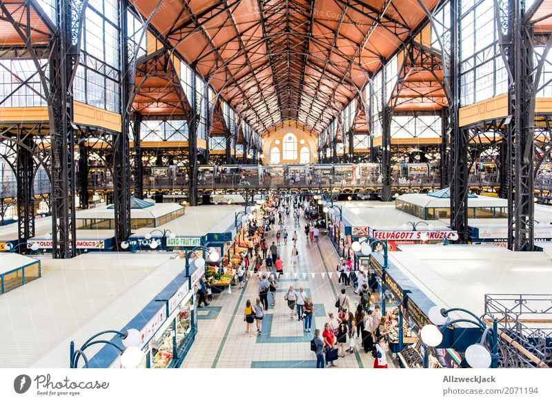 Architecture Building Shopping Manmade structures Tourist Attraction Capital city Old town Downtown Factory Marketplace Train station Hall Populated Budapest