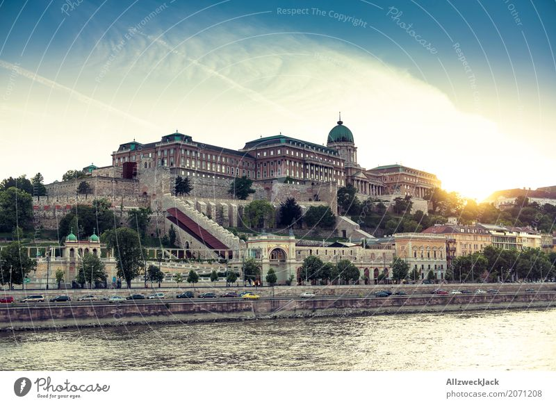 Palace of the setting sun Budapest Hungary Danube Water River Watercraft Navigation Trip Inland navigation Sunset Evening Gold Lighting Illuminate Deserted