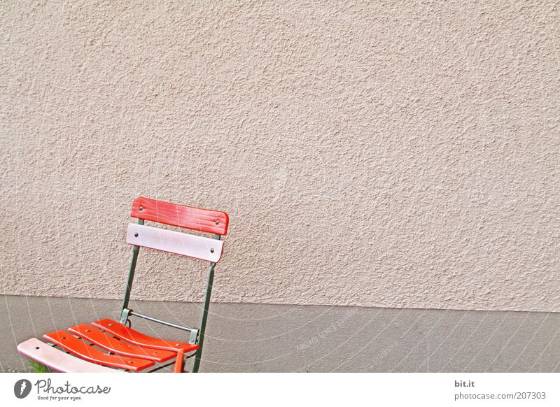 Old Red Calm Loneliness Wall (building) Wall (barrier) Pink Facade Free Stand Retro Chair Kitsch Symbols and metaphors Individual Furniture