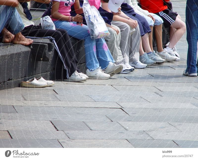 Human being Child Summer Relaxation Group Legs Together Break Beautiful weather Sneakers Grade (school level) Feet Children's foot School trip