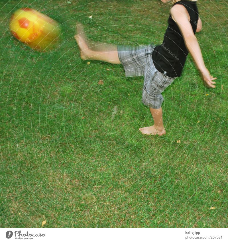 """""""I am özil."""" Joy Leisure and hobbies Playing Children's game Sports Soccer Human being Boy (child) Life 1 Plant Garden Meadow T-shirt Cloth Touch Movement"""