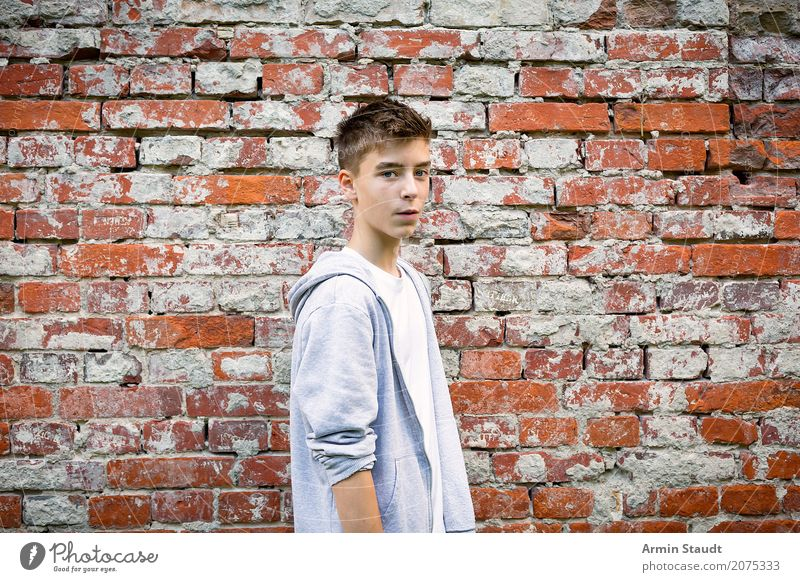Portrait Lifestyle Style Contentment Senses Human being Masculine Young man Youth (Young adults) Man Adults 1 13 - 18 years Wall (barrier) Wall (building)