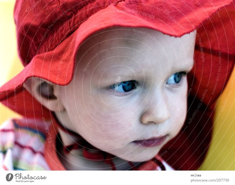 Human being Child Girl Red Summer Face Calm Life Contentment Trust Joie de vivre (Vitality) Serene Curiosity Infancy Hat Cap