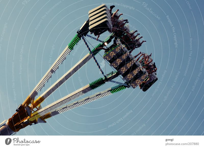 human-eating plans Machinery Human being Legs Group Sky Theme-park rides Metal Rotate Relaxation Driving To hold on Hang Crazy Speed Enthusiasm Nerviness