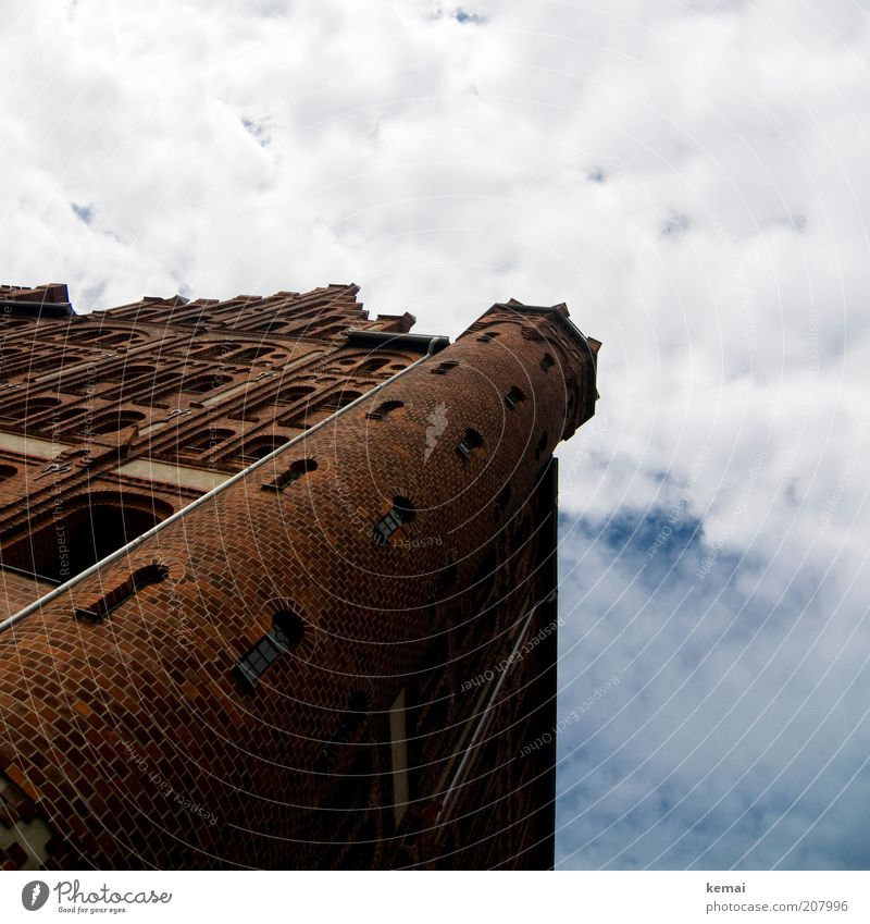 Sky Summer Clouds House (Residential Structure) Window Wall (building) Architecture Building Wall (barrier) Brown Facade Tall Large Tower Manmade structures