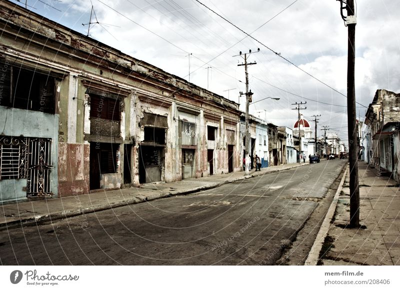 City Loneliness Street Road traffic Empty Gloomy Cuba Ruin Expressionless Caribbean Sea Argentina Havana Politics and state Communism Extinct Trinidade