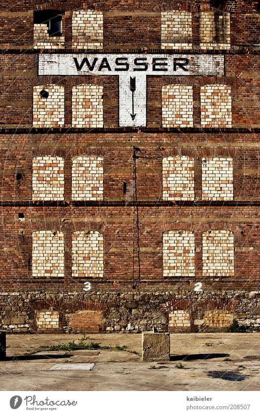 Old Red House (Residential Structure) Yellow Wall (building) Window Wall (barrier) Brown Signs and labeling Facade Factory Characters Transience Arrow Decline