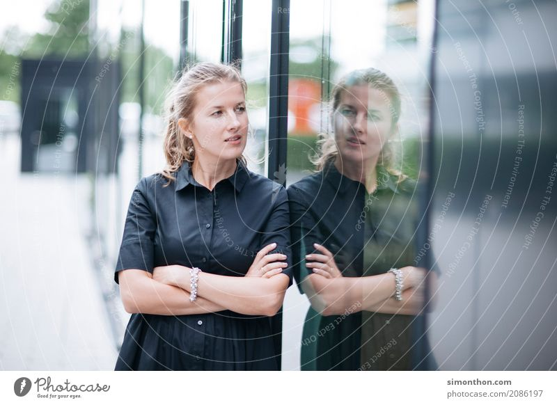 portrait Lifestyle Shopping Luxury Elegant Style Business Company Career Success Feminine 1 Human being Curiosity Perspective Planning Feeble Independence
