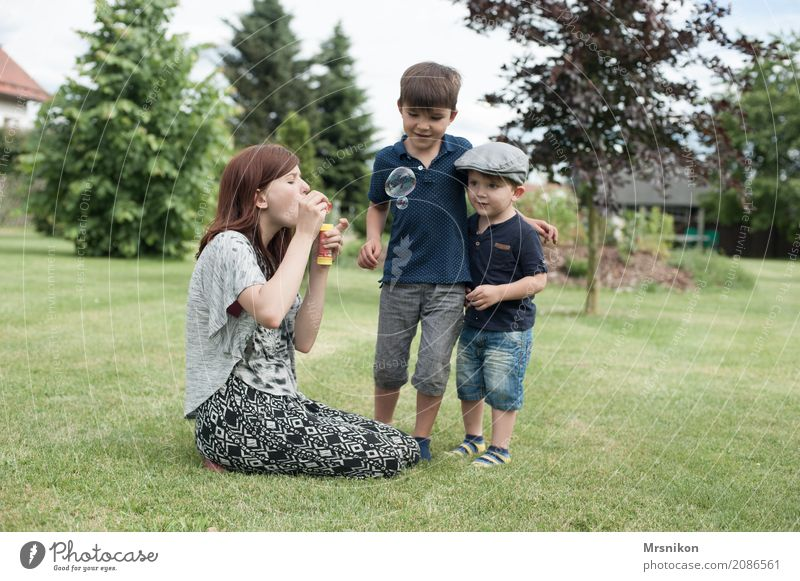 together Human being Masculine Feminine Child Toddler Girl Boy (child) Brothers and sisters Sister Family & Relations Infancy Youth (Young adults) Life 3