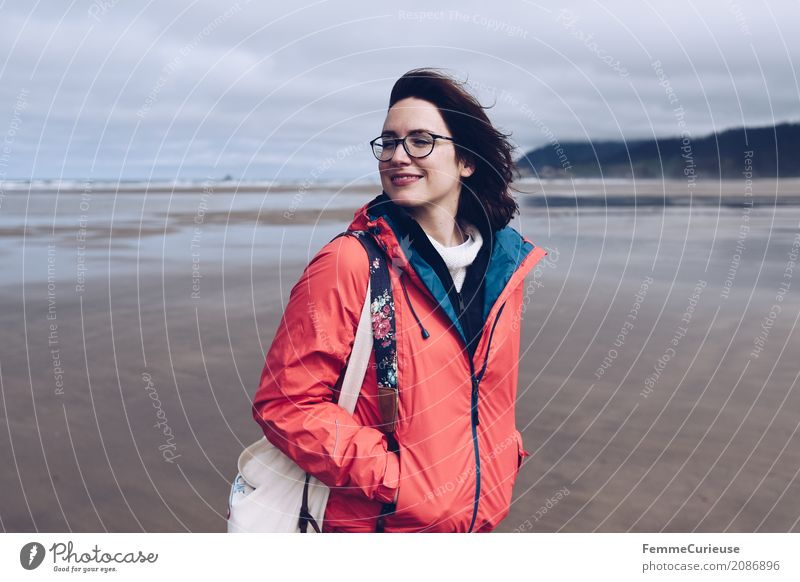 Roadtrip West Coast USA (14) Feminine Young woman Youth (Young adults) Woman Adults Human being 18 - 30 years 30 - 45 years Freedom Rain jacket Eyeglasses Beach