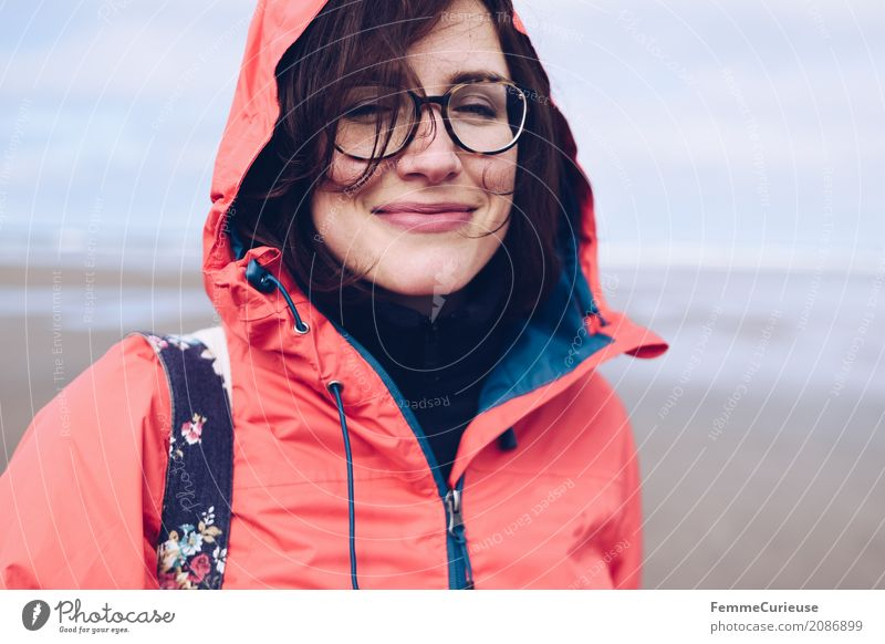 Roadtrip West Coast USA (17) Feminine Young woman Youth (Young adults) Woman Adults Human being 18 - 30 years 30 - 45 years Nature Rain jacket Red Eyeglasses