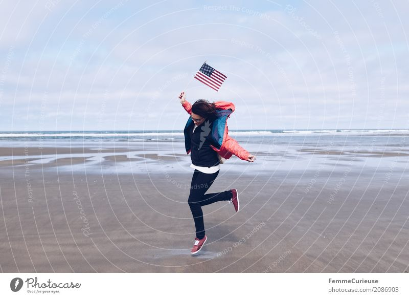 Roadtrip West Coast USA (20) Feminine Young woman Youth (Young adults) Woman Adults 1 Human being 18 - 30 years 30 - 45 years Adventure Flag Ocean Pacific Ocean
