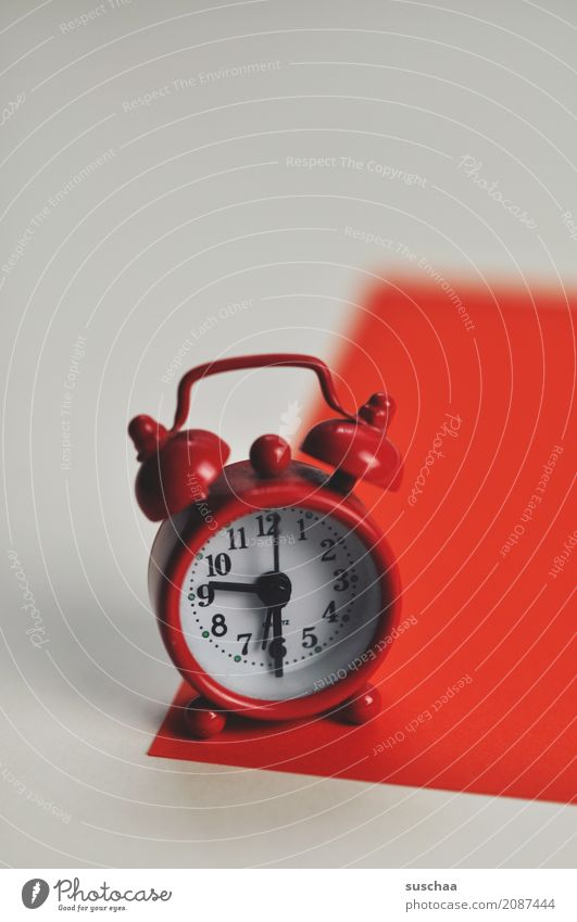 red alarm clock (2) Red Alarm clock wake-up call Sleep Wake Wake up Crash Loud Arise ring Clock Time time indication Fatigue biorhythm wake-up time Haste