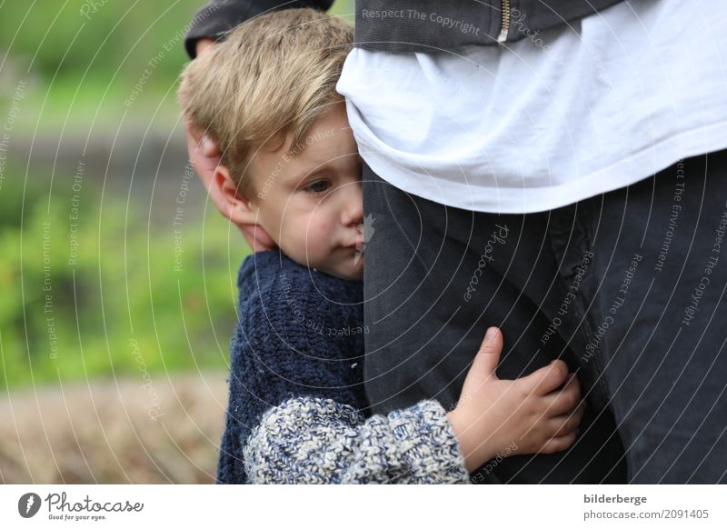 """STOP Child Boy (child) Father Adults Family & Relations Town Blonde Short-haired Sadness Cry Emotions Berlin Generation """"halt Safety (feeling of) Protection"""
