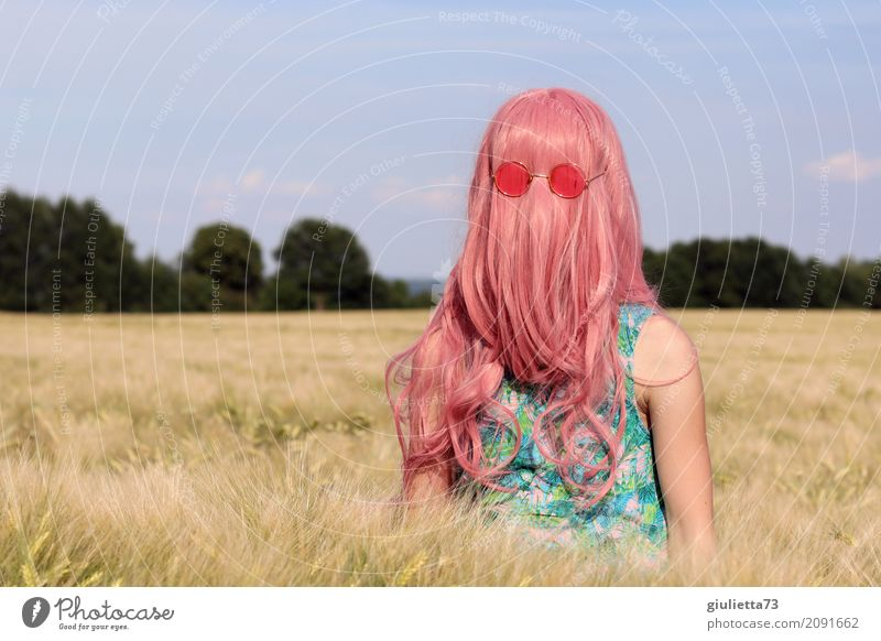 Cousin Itt's girlfriend. Feminine Girl Young woman Youth (Young adults) Infancy Life 1 Human being 8 - 13 years Child 13 - 18 years Summer Grain field Cornfield