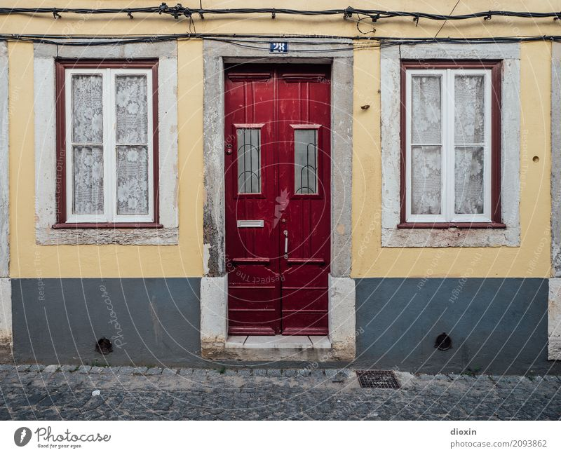 Town House (Residential Structure) Window Wall (building) Wall (barrier) Facade Living or residing Door Capital city City trip Drape Port City Portugal Mailbox