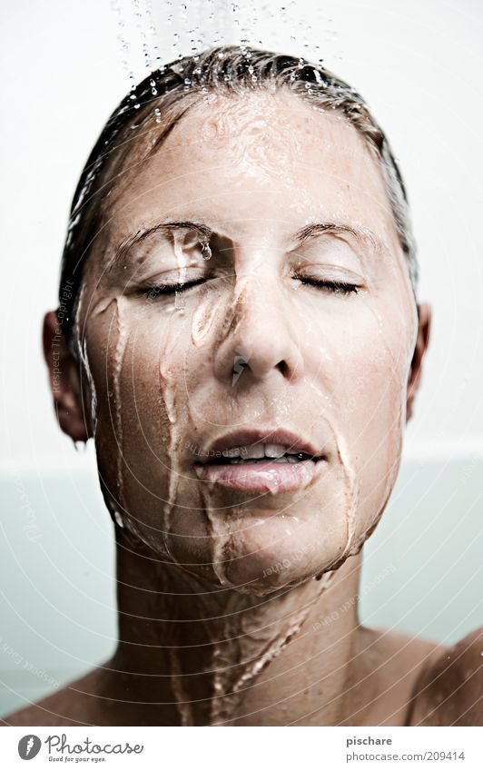 washing day Beautiful Personal hygiene Wellness Well-being Relaxation Spa Feminine Young woman Youth (Young adults) Face 18 - 30 years Adults Blonde Water
