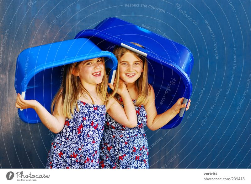 ALLWETTER HAT Joy Summer Child Girl Brothers and sisters 3 - 8 years Infancy Dress Hat Blonde Long-haired Plastic Smiling Stand Happiness Beautiful Blue Gold
