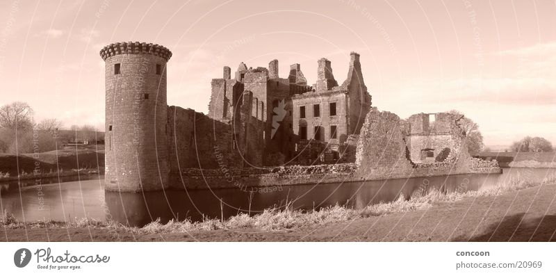 Caerlaverock Castle Scotland Great Britain Decline Water ditch Europe dumfries Sepia