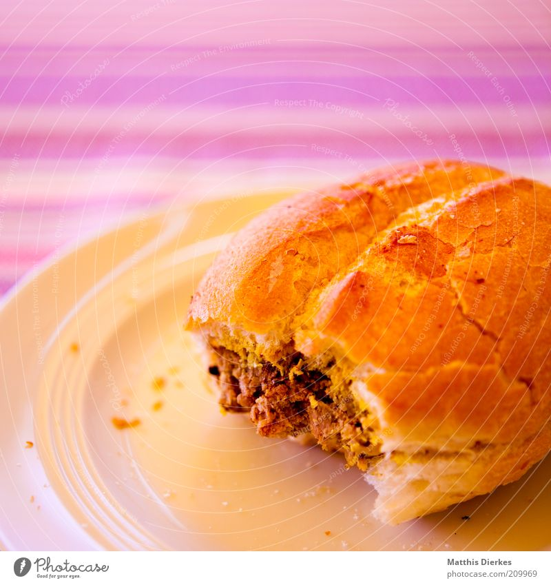 buns Food Meat Sausage Roll Nutrition Lunch Dinner Picnic Fast food Delicious Meat loaf Plate Edge of a plate Unhealthy Fat Snack Brunch Colour photo