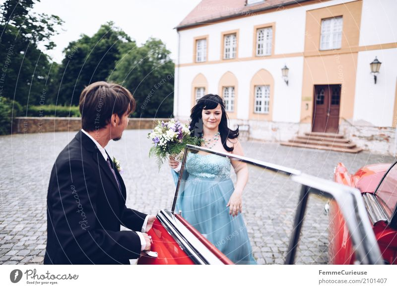 Love is in the air (66) Masculine Feminine Woman Adults Man 2 Human being 18 - 30 years Youth (Young adults) 30 - 45 years Happy Castle Vintage car Red