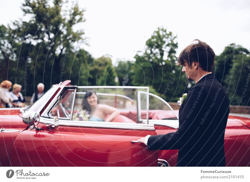 Human being Woman Youth (Young adults) Man 18 - 30 years Adults Feminine Happy Masculine Wedding Bride Vintage car Matrimony 30 - 45 years Bride groom Get in
