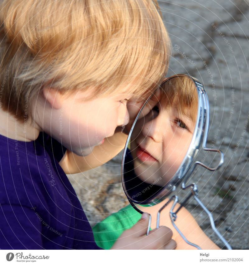 little boy looks into a mirror and sees his face Human being Masculine Toddler Boy (child) Infancy 1 1 - 3 years Clothing T-shirt Blonde Mirror Paving stone