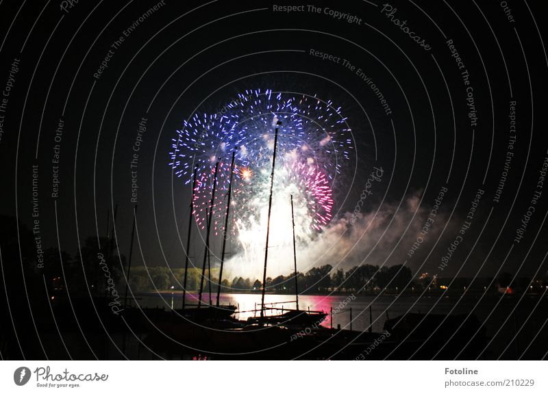 Fireworks on the occasion of the 300th Elements Water Lakeside Dark Firecracker Illuminate Sky Harbour Watercraft Mast Point of light Exhaust gas Bright Black