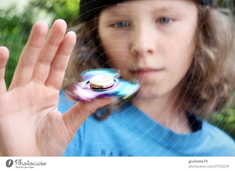 Human being Child Hand Relaxation Calm Movement Boy (child) Playing Leisure and hobbies Contentment Glittering Infancy Speed Fingers Cool (slang) 8 - 13 years