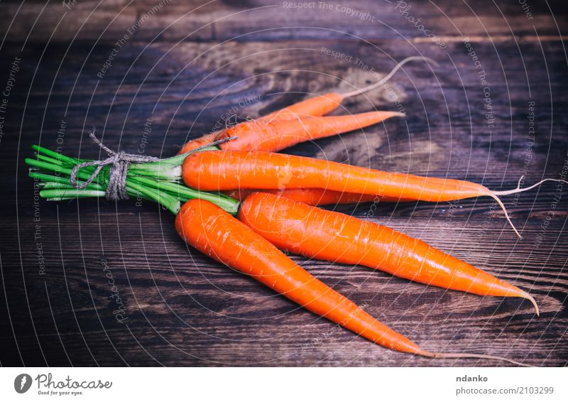 Fresh carrots tied with a rope Nature Plant Green Leaf Eating Natural Wood Nutrition Table Vegetable Harvest Vegetarian diet Diet Vitamin Salad