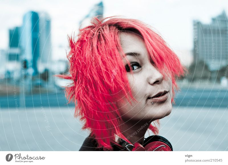 redhead Hair and hairstyles Human being Feminine Young woman Youth (Young adults) Head Face 1 18 - 30 years Adults Piercing Red-haired Brash Friendliness