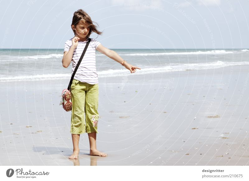 Child Vacation & Travel Summer Beach Girl Far-off places Warmth Freedom Coast Happy Dream Weather Waves Wind Infancy Stand