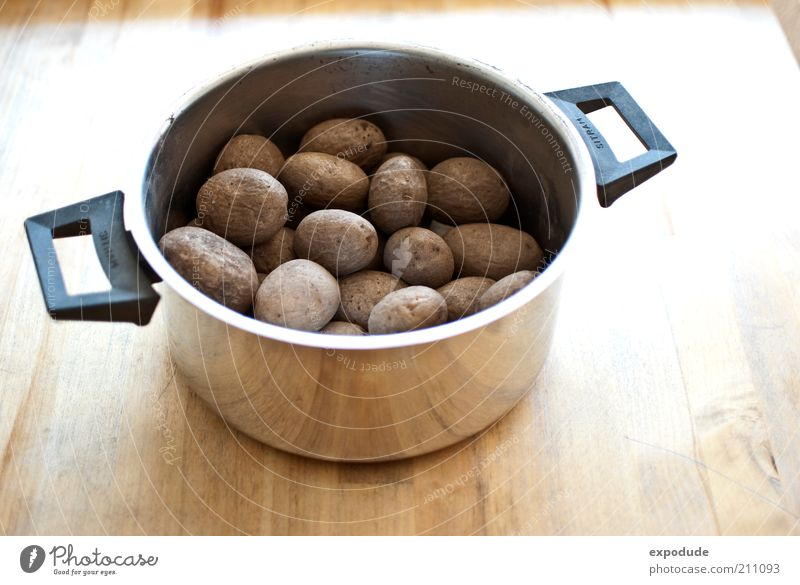 potato pot Food Potatoes Nutrition Vegetarian diet Colour photo Interior shot Deserted Copy Space bottom Day Bird's-eye view Potatoes in their jackets Cooking