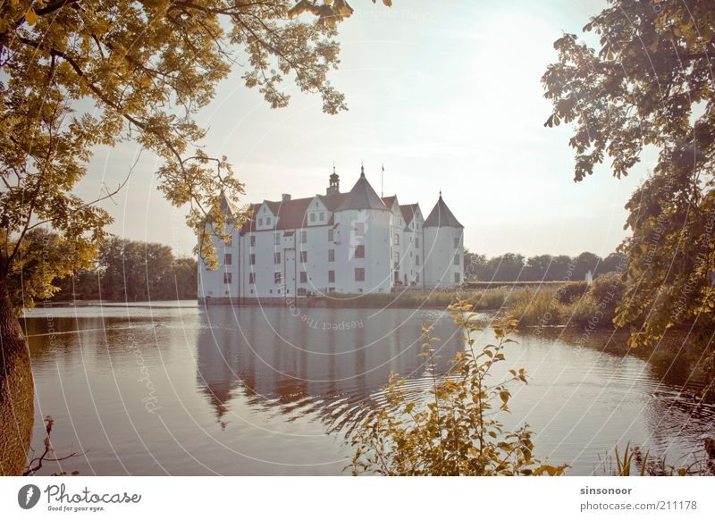 Water Wall (building) Wall (barrier) Esthetic Castle Manmade structures Landmark Famousness Tourist Attraction Building Reflection Schleswig-Holstein Renaissance Moated castle Famous building