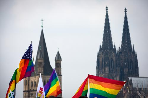 CSD in Cologne Event Christopher Street Day Downtown Dome Tourist Attraction Landmark Cologne Cathedral Flag Rainbow flag Feasts & Celebrations Free Happiness