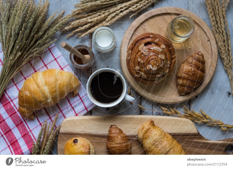 fresh bread and baked goods on wooden chopping board Eating Lifestyle Style Art Food Good Breakfast Artist Lunch Croissant