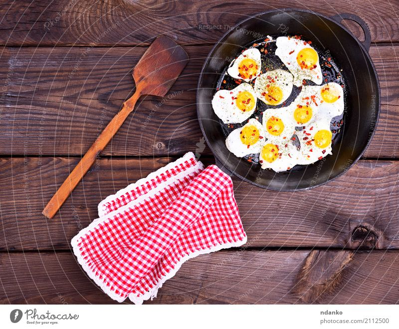 Fried quail eggs Herbs and spices Breakfast Lunch Pan Wood Delicious Brown Yellow Black White Egg frying pan napkin Yolk food Edible Top Cast iron background