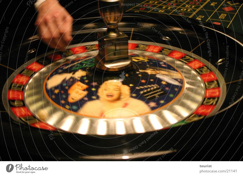 rien ne va plus Roulette Hand Marilyn Monroe Club Nothing works Rien ne va plus game cancellation croupier Sphere Casino