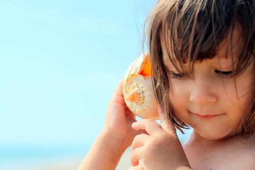 I am listening Human being Child Sun Ocean Relaxation Calm Girl Beach Adults Life Emotions Background picture Family & Relations Contentment Infancy Island