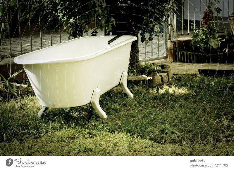 White Meadow Garden Hot Exceptional Bizarre Beautiful weather Bathtub Individual Refrigeration Tub Summery Summer's day