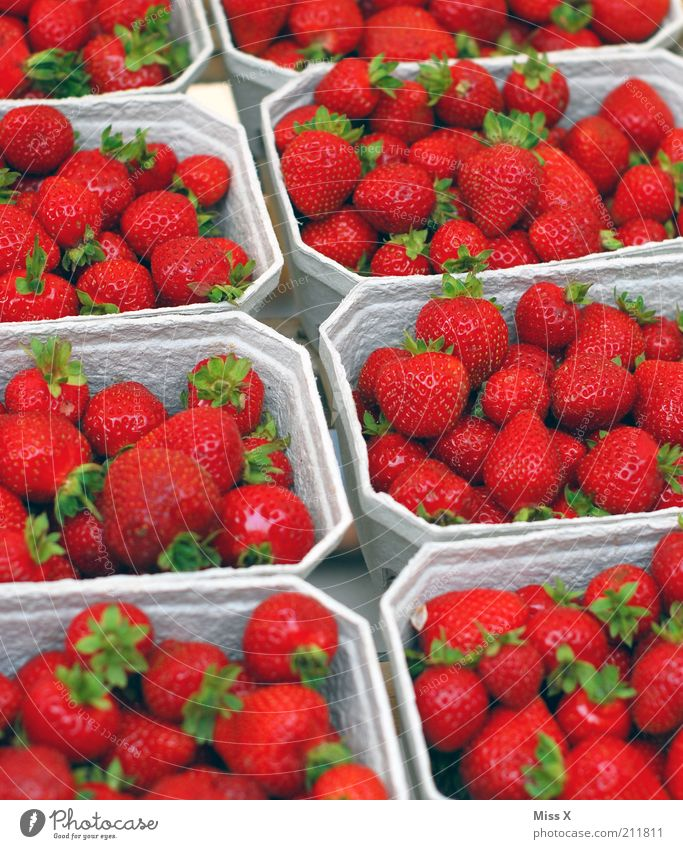 berry Food Fruit Nutrition Organic produce Vegetarian diet Fragrance Fresh Delicious Juicy Sweet Colour Sell Strawberry Berries Fruit bowl Market stall
